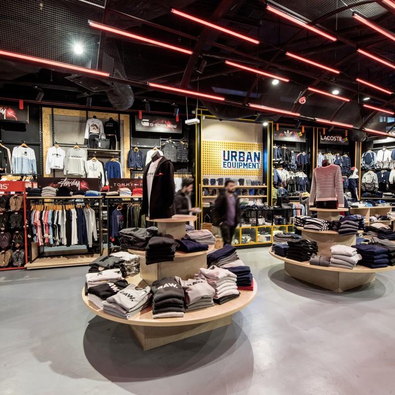 Basalt_Studio_Interior_Design_Architecture_Sydney_Shopping_Centre_Retail_Shops_Store_Hurstville_Westfield_Urban_Equipment_Fashion_Shoes_Display_Light